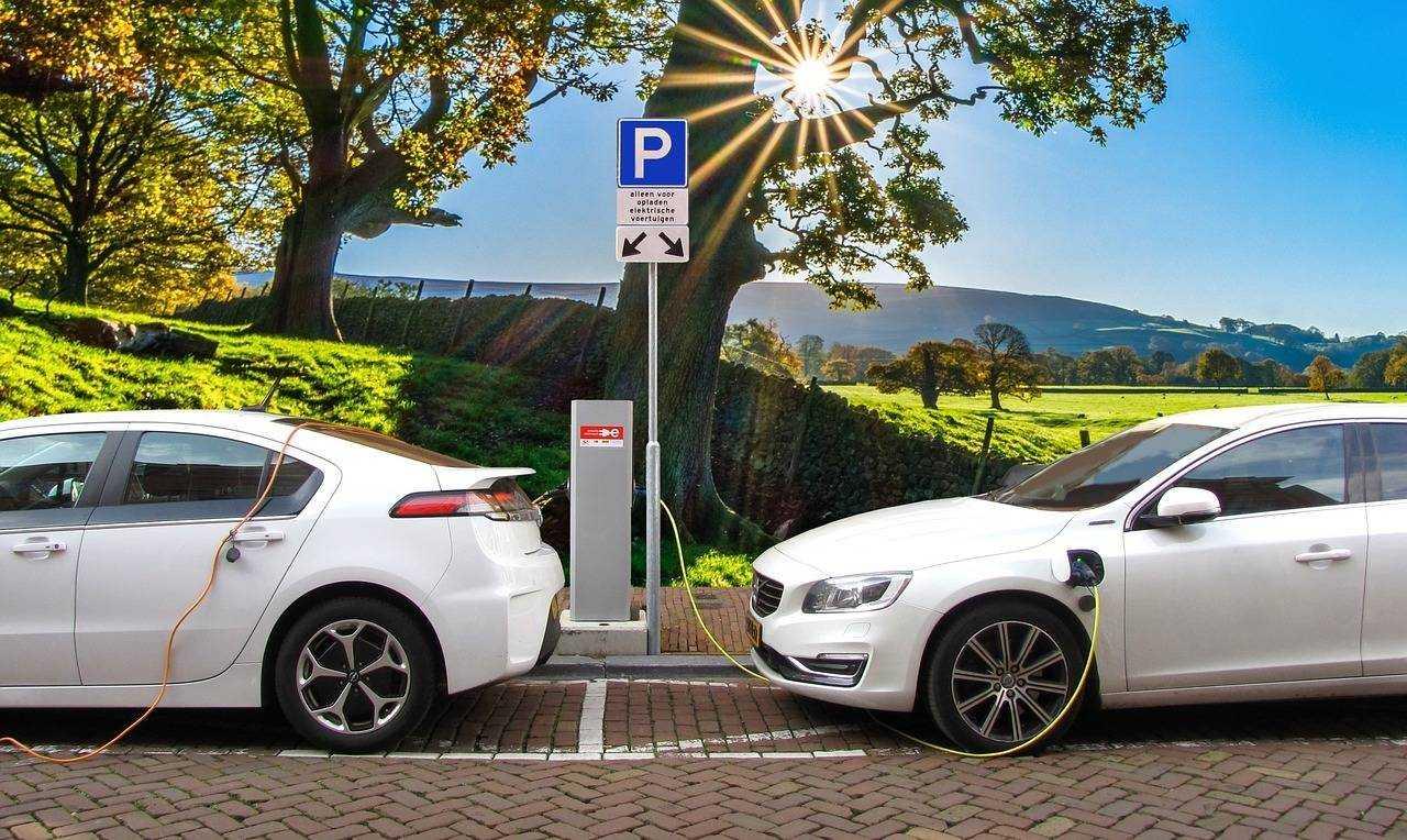 Ustawa o elektromobilności to bubel, ale prezydent Duda i tak ją podpisał · Wieści24.pl