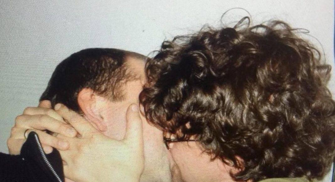 Minister PiS całował się z półnagim mężczyzną. Teraz szczuje na LGBT 4
