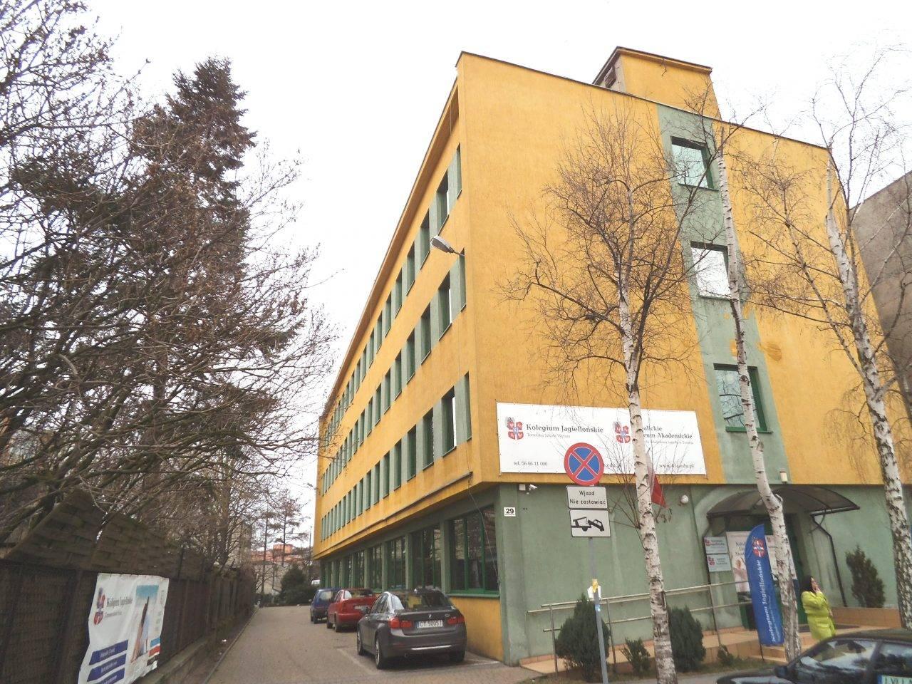 Miliony od Zalewskiej dla małej prywatnej uczelni byłego radnego PiS z Torunia 3