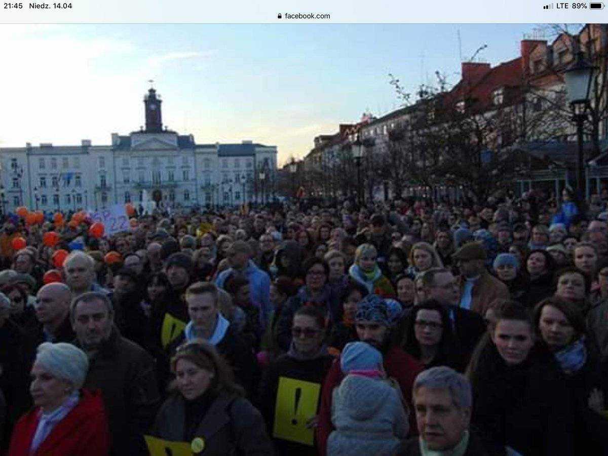 Tysiące ludzi na ulicach. Rośnie poparcie dla protestujących nauczycieli 3