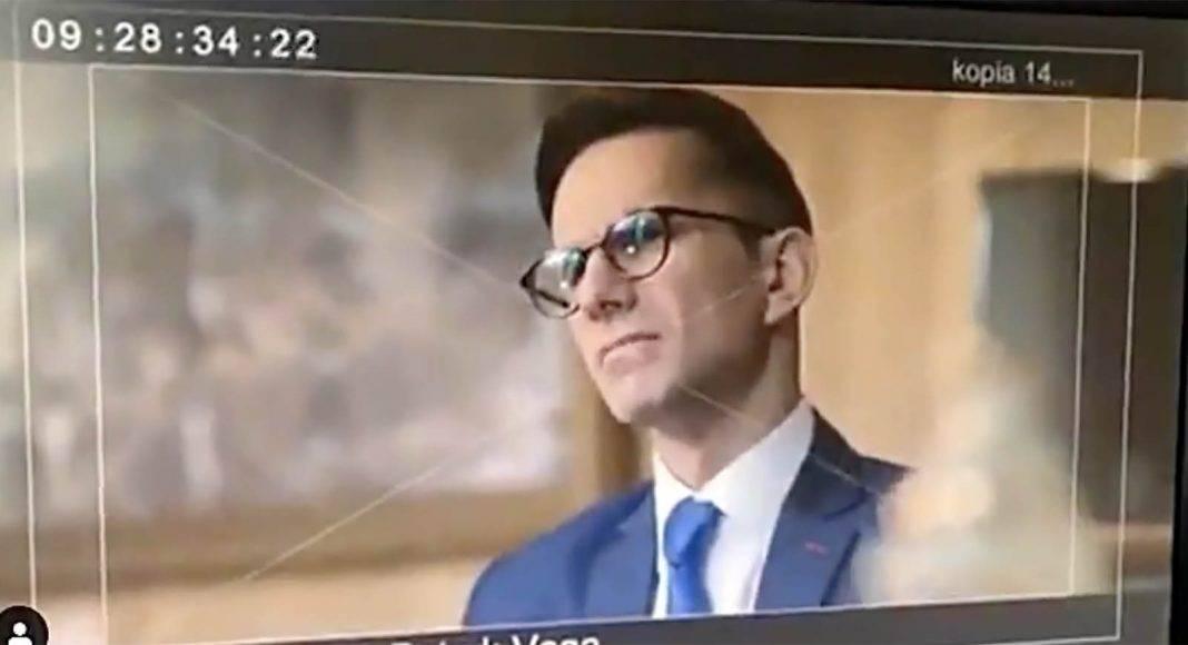 """Gigantyczny sukces """"Polityki"""" Patryka Vegi. Film w weekend obejrzało 933 tys. widzów, dziennikarze są wściekli 1"""